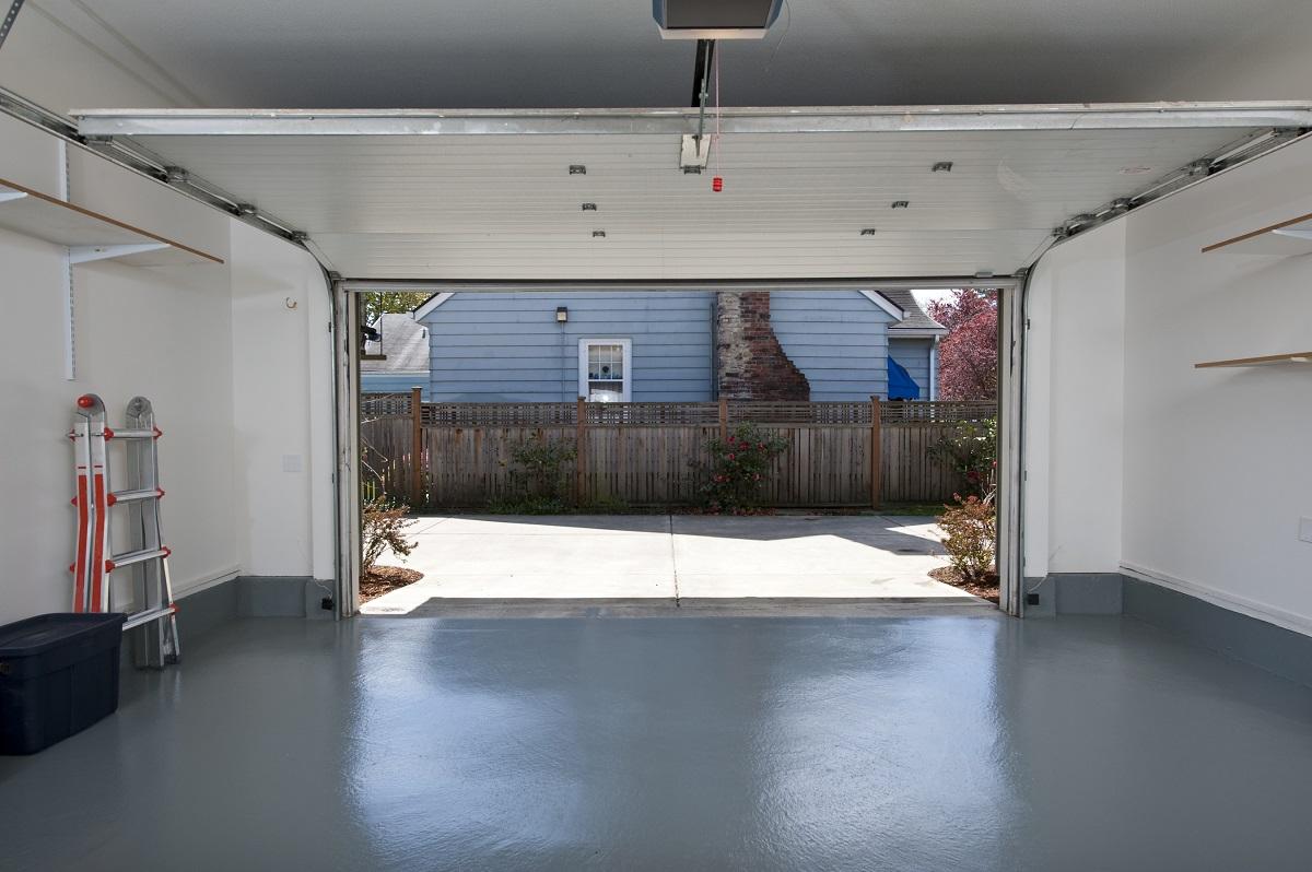 Come fare a verniciare il pavimento del garage con resina